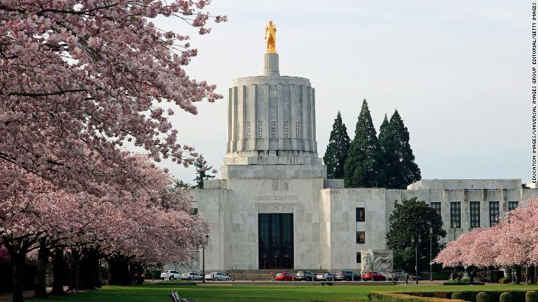 Oregon Republicans walk out again over environmental bill